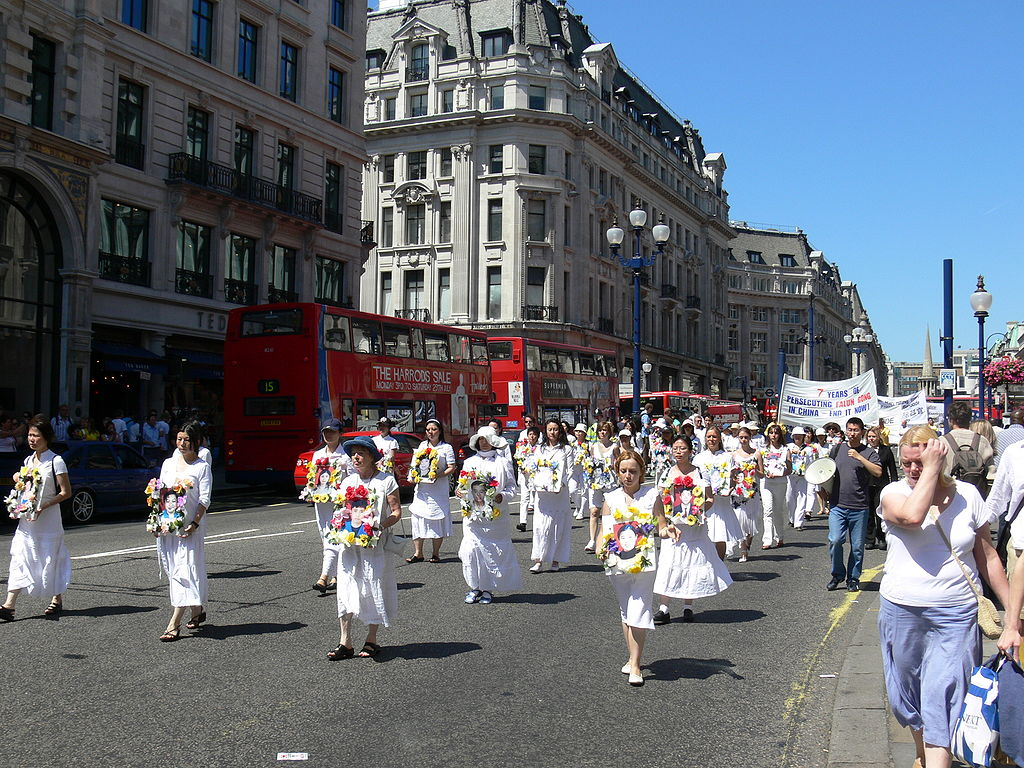 1024px-Falun_Gong_protest_in_London_2006