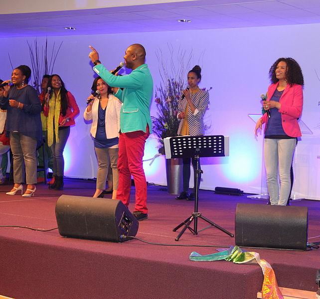 642px-Singers_and_choir_pentecostal_church