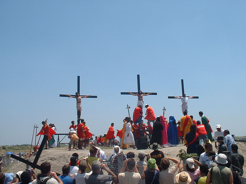 800px-Crucifixion_in_San_Fernando,_Pampanga,_Philippines,_easter_2006,_p-ad20060414-12h54m52s-r