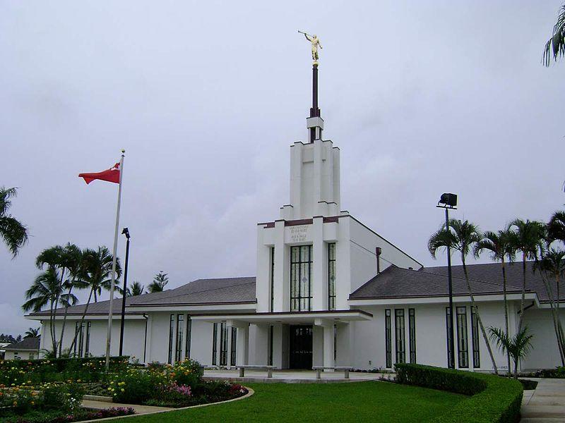 800px-Nuku_alofa_Tonga_Temple_2007-11-17